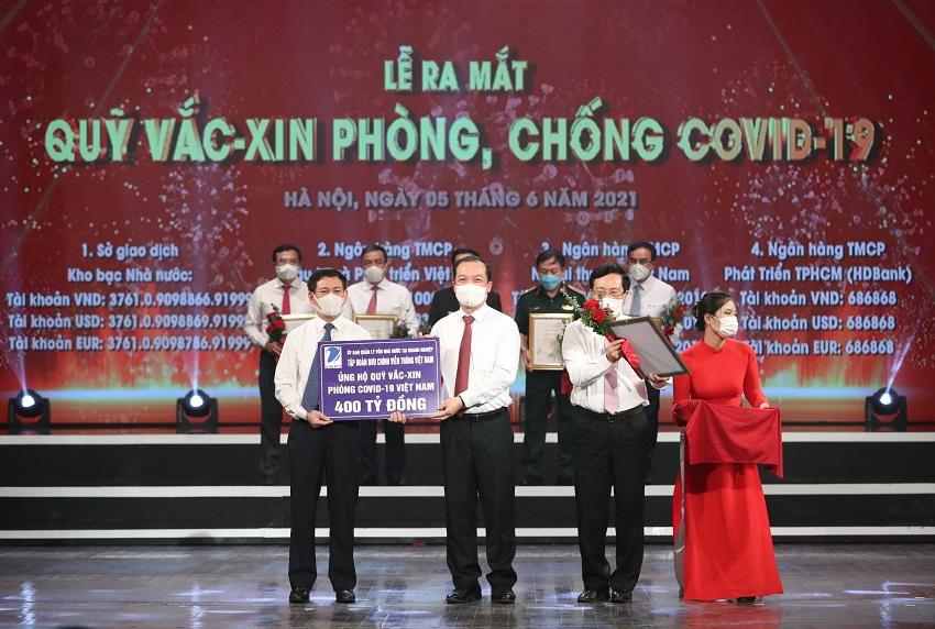 Ch-tich-HDTV-VNPT-Pham-Dc-Long-dai-dien-Tap-doan-VNPT-ng-ho-400-t-do.jpg